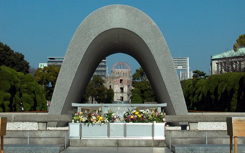 安らかに眠って下さい 広島原爆ドーム